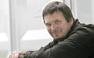 Ian Rankin tweets frustration over 'embarrassing' Edinburgh Airport delay