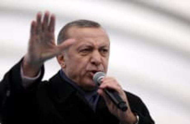 Turquie: renforcement des pouvoirs présidentiels