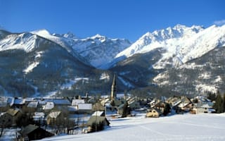 British woman dies in chair lift on skiing holiday in the Alps