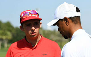 Even the pros want Tiger Woods' autograph