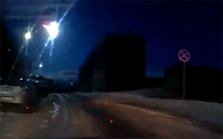 'Meteorite' explodes in night sky over Russian city (video)