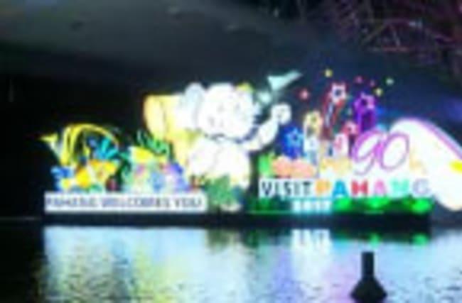 Raw: Parade Floats Light Up Sky in Malaysia