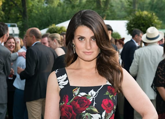 Idina Menzel to star in 'Beaches' remake