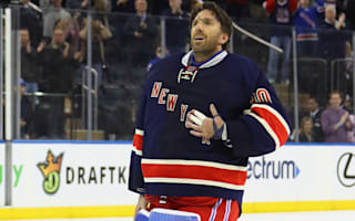 Lundqvist records 400th win, Holtby extends streak