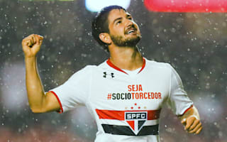 Chelsea won't take risks with Pato - Hiddink