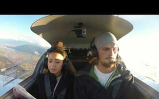 Pilot proposes to his girlfriend during 'engine failure'