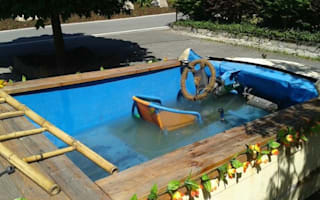 "German police pull over ""swimming pool-car"""