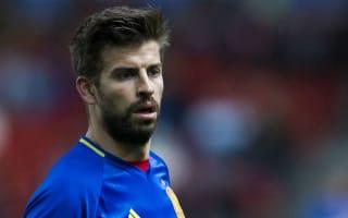 Del Bosque urges Pique to continue Spain career