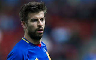 Del Bosque urges Pique to continue Spain career