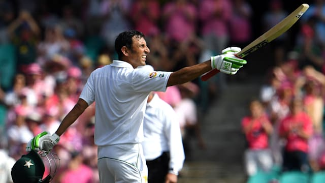 Australia v Pakistan: Younis Khan scores century but hosts remain on top