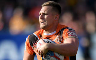 Castleford survive Widnes scare, Salford rout Dragons