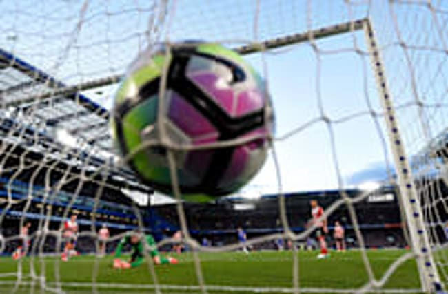 Chelsea move a step closer to the title with win over Saints