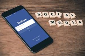 Facebook acusada de utilizar los datos de la verificación en dos pasos para 'spammear' al usuario
