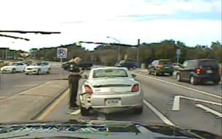 Teenager stops to help injured cop and realises it's her dad
