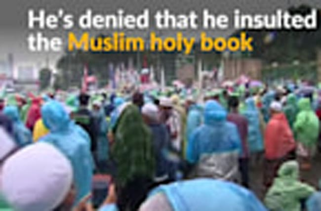 Indonesian Muslims demand dismissal of Jakarta's Christian governor