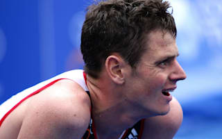 Jonny Brownlee dragged to finish by brother Alastair in dramatic World Triathlon finale