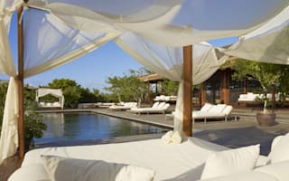 Celebrity pads to rent for a holiday