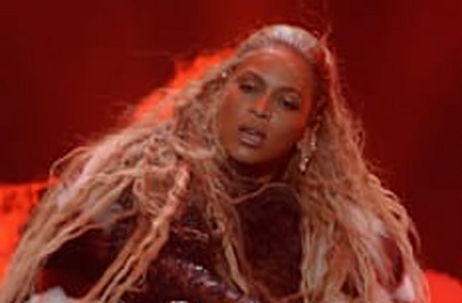 Beyoncé delivers breathtaking performance at VMAs