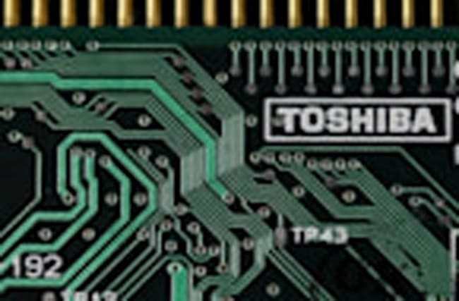 Toshiba offers to talk about chip sale: losses grow