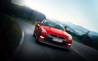 Nissan GT-R MY14 on road and ice: part one