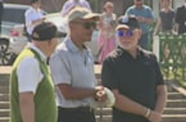Barack Obama tees up at St Andrews