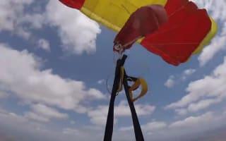 Eek! Guy's parachutes get tangled