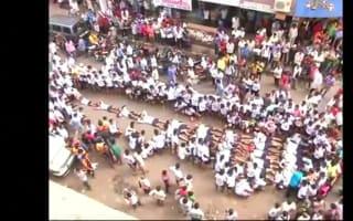 Hundreds defy human pyramid ban at Indian Hindu festival