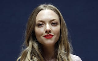 Amanda Seyfried takes knife onto plane, alerts airport security via Twitter