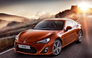 Student vs. master: GT 86 meets Toyota Sports 800 (video)