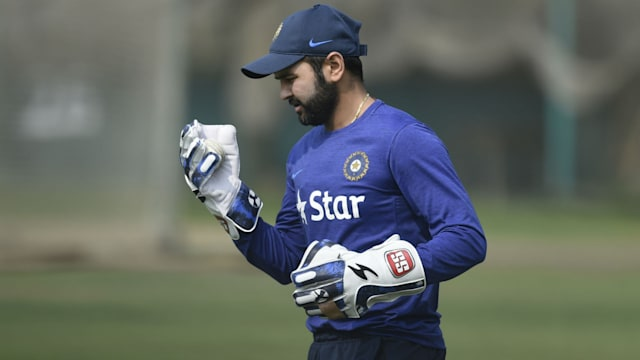 England opt to bat in Mumbai test against India