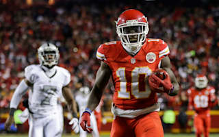 Chiefs hold off Raiders to take first place in AFC West