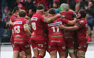 Scintillating Scarlets trounce Munster to claim Pro12 glory
