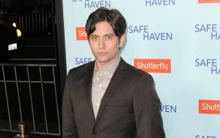 Twilight actor tweets JetBlue plane emergency landing as engine 'explodes'