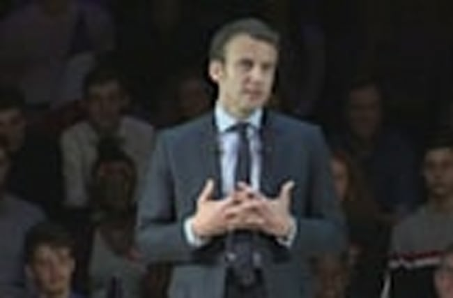 Presidential candidate Macron urges expats to return