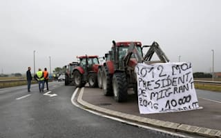 Travel chaos warning over Calais protest against Jungle camp