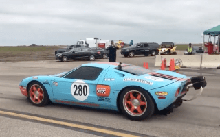 Watch as a Ford GT breaks the standing mile speed record by 10mph