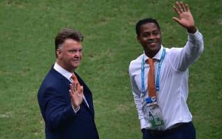 Kluivert: Van Gaal can struggle with senior pros