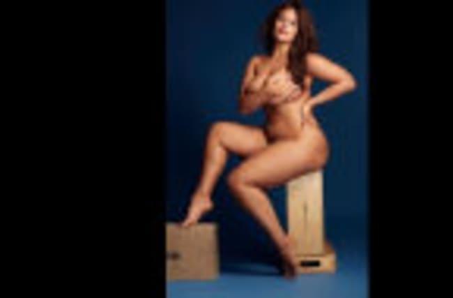 Ashley Graham, des seins nus et des bagels