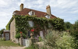 'Very big house in the country' costs £27,000 more than city home