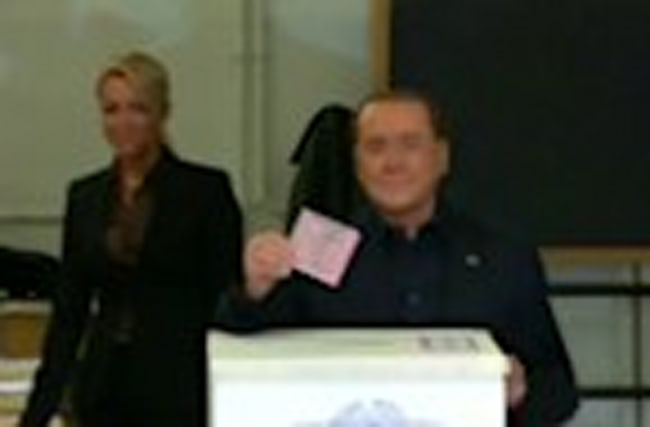 Berlusconi votes in Italian referendum