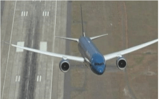 Dreamliner's near-vertical takeoff defies gravity (video)