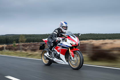 Honda Civic Type R vs. Honda Fireblade