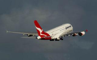 Passenger live-tweets 'rapid emergency descent' on Qantas plane