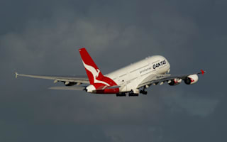 Passenger live-tweets 'rapid emergency descent' on Qantas plane