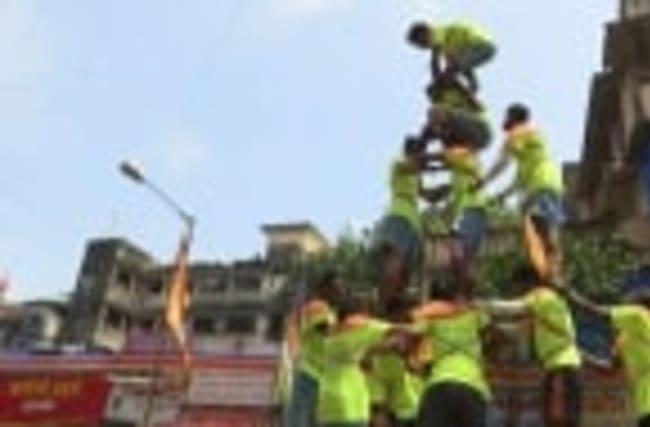 Raw: Human Pyramids Formed at Mumbai Festival