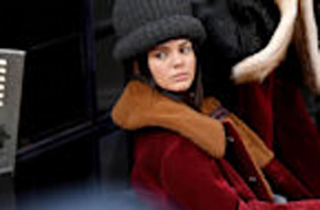 Kendall Jenner Rocks Parisian Getup in London!