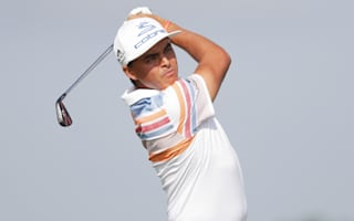 Fowler makes early move at Erin Hills