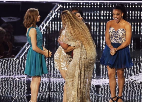 Laurie Hernandez freaks out as she hugs Beyonce