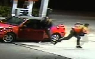 Brave mother fights off carjackers in Florida