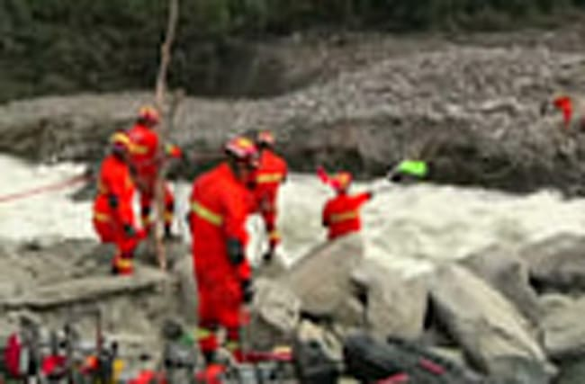 Rescuers dig for survivors in Chinese landslide